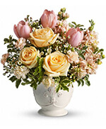 Teleflora's Peaches and Dreams